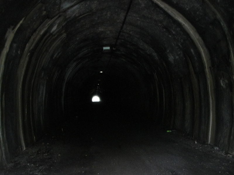 トンネル画像